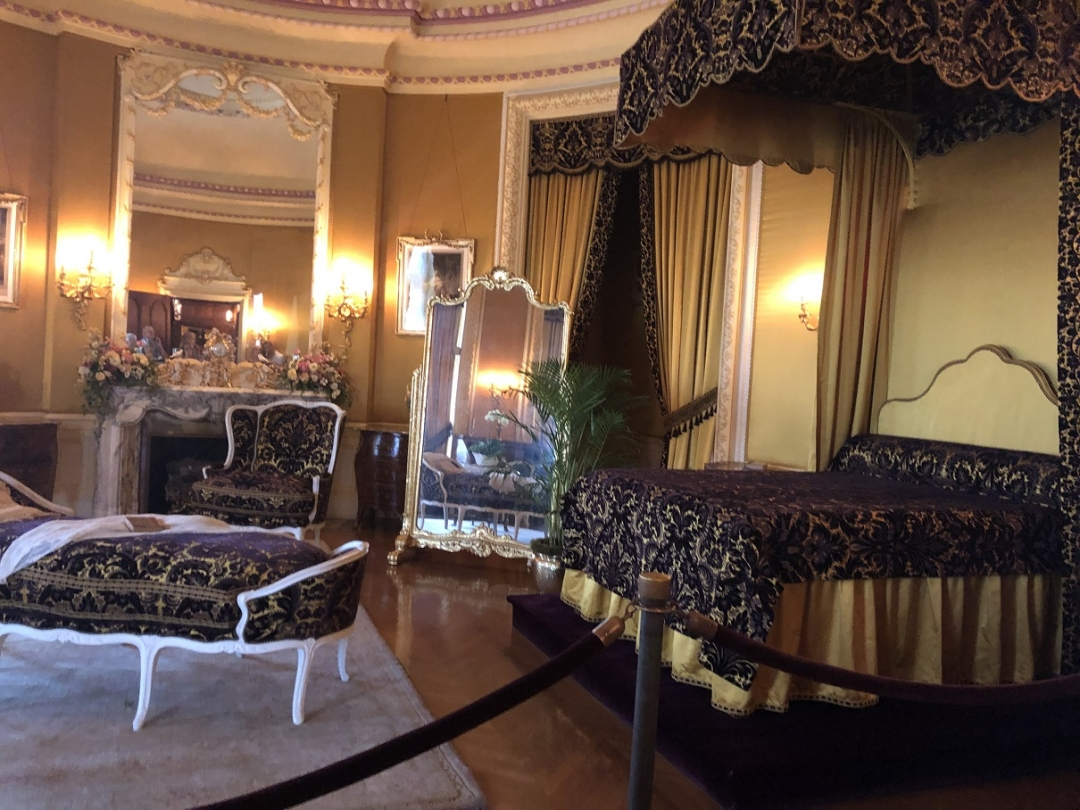 Mrs. Vanderbilt's bedroom, vanderbilt mansion