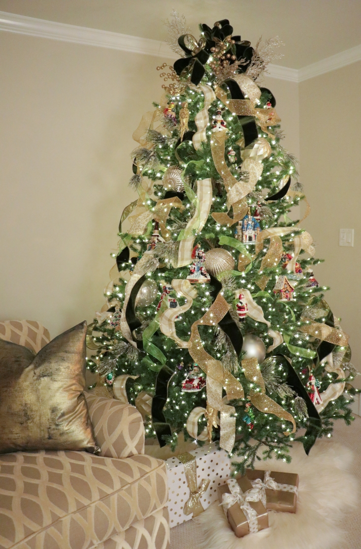 Xmas tree, five different kinds of ribbons, Radko ornaments