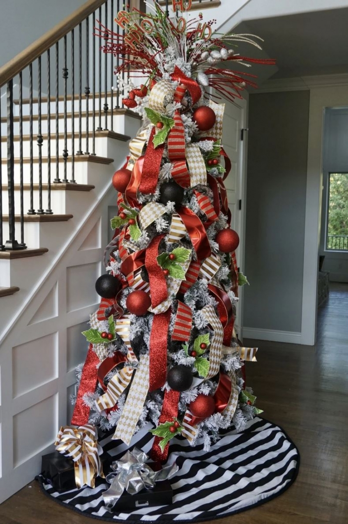 christmas tree in foyer, multi-colored ribbons, black and white tree skirt, red and black ornaments