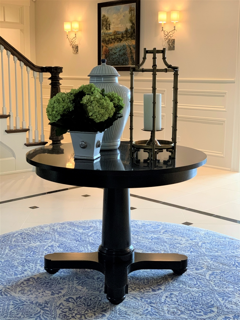 traditional foyer, round table, rug, accessories